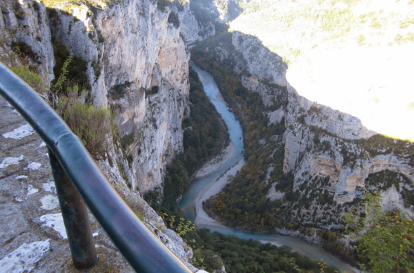 IMG_0414  Looking down into the Gorge du Verdon-reduced.jpg