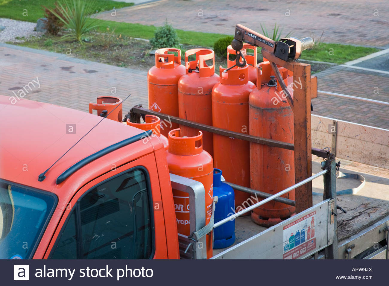uk-red-domestic-propane-calor-gas-cylinders-being-delivered-on-truck-APW9JX.jpg